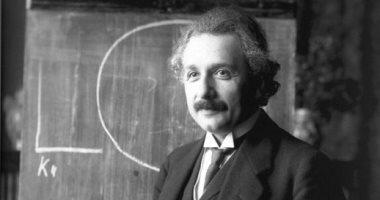 ألبرت أينشتاين.. وعد زوجته بقيمة جائزة نوبل مقابل الطلاق وحرمها منها