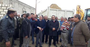 """محافظ المنيا يتفقد عزبة """"محمد إبراهيم"""" بمغاغة والاستجابة لشكوى الأهالى"""