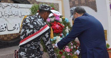 صور.. محافظ المنيا يضع إكليلا من الزهور على النصب التذكارى فى العيد القومى 101