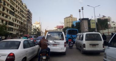 تحويلات مرورية على طريق الصحراوى الشرقى لحين إتمام الإصلاحات.. فيديو