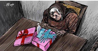 """كاريكاتير صحيفة سعودية.. """"الكمامات"""" أفضل هدية للأم في عيدها"""