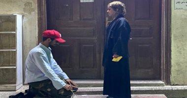 شرطة مكة تلقى القبض على شاب بعد سجوده لفتاة أمام مسجد فى جده