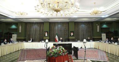 """صور.. حكومة إيران برئاسة روحاني تجتمع بـ""""الكمامات"""" خوفا من """"كورونا"""""""