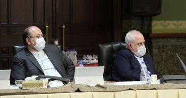 """حكومة إيران برئاسة روحاني تجتمع بـ""""الكمامات"""" خوفا من """"كورونا"""""""