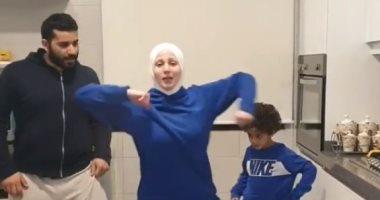 فى العزل المنزلى.. أسرة لبنانية تحصد ملايين المشاهدات برقصات إفريقية