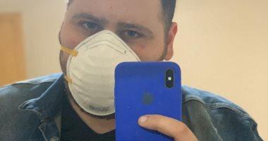 بالكمامة عمار يشارك صورة له للوقاية من فيروس كورونا