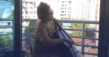 مواهب كورونا.. عازفة تشيللو تنشر الإيجابية بالموسيقى خلال الحجر فى أورجواى