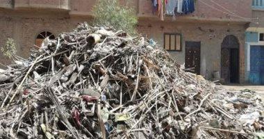 سيبها علينا.. شكوى من انتشار القمامة بقرية الحرجة بحرية في سوهاج