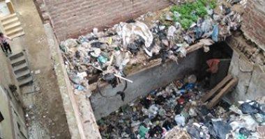 سيبها علينا .. شكوى من انتشار القمامة بقرية ادفينا بالبحيرة