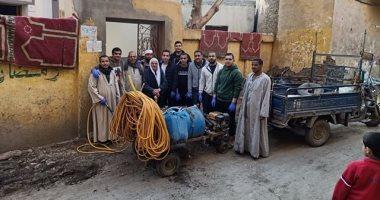 لمواجهة كرونا.. حملات من المواطنين لتطهير دور العبادة بقرية أبا فى المنيا