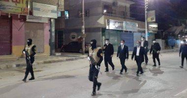 مدير أمن الوادي الجديد يتفقد تطبيق حظر التجول بشوارع مدينة الخارجة