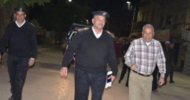صور.. رئيس مدينة إسنا يتابع التمركزات الأمنية والكمائن لضبط المخالفين لقرار حظر التجول