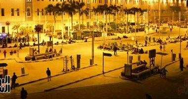 عشرات المواطنين يفترشون ميدان محطة مصر انتظارا لانتهاء موعد حظر التجوال