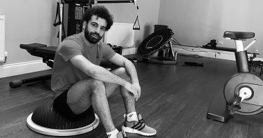 """""""العمل من المنزل"""".. محمد صلاح يقضى وقته بتدريبات اللياقة البدنية.. صور"""