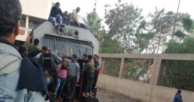 """صور.. الركاب """"يتسطحون"""" على قطار خط منوف رغم التحذيرات من الاختلاط وكورونا"""
