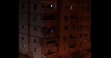 """روقان شاب مصرى.. يعزف """"ديسباسيتو"""" من شرفة منزله بالهرم فى أول يوم حظر"""