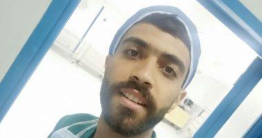 ممرض بمستشفى للتأمين الصحى يشارك صورته بالكمامة ضمن مبادرة اليوم السابع