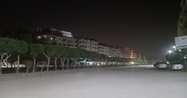 شوارع حدائق الأهرام خالية من المارة خلال الساعات الأولى من حظر التجوال