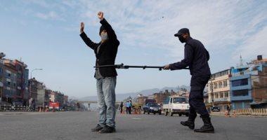 بيصطادوهم زى الفئران.. طريقة جديدة لاحتجاز مخالفى حظر التجول فى نيبال.. صور