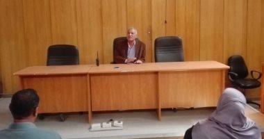 صور.. رئيس مدينة إسنا لرؤساء القرى: لا تهاون مع المقصرين في عملهم
