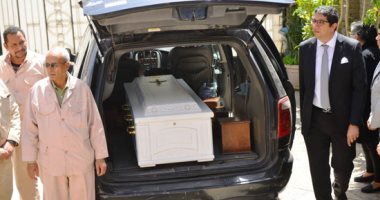 صور.. وصول جثمان جورج سيدهم برفقة زوجته لتشييع جنازته بمدينة نصر
