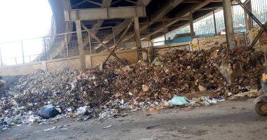 صور  .. تراكم القمامة أمام محطة مترو عين شمس .. شكوى أهالى المنطقة