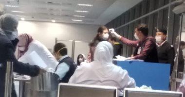 وصول المصريين العالقين فى لندن بسبب فيروس كورونا إلى مطار القاهرة