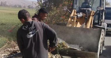 صور.. حملة نظافة ورفع 40 طن أتربة ومخلفات صلبة بمركز أخميم فى سوهاج