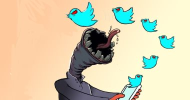 كاريكاتير سعودى يحذر من شائعات مواقع التواصل الإجتماعى