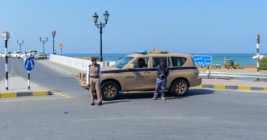 مصرى يستغيث بشرطة عمان لمساعدة زوجته بعد عزل مدينتها بسبب كورونا