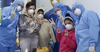 الاحتفال بعيد ميلاد أصغر مريضة مصابة بالكورونا بمستشفى العجمى بالإسكندرية