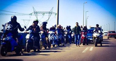 خير على الاسكوتر.. مبادرة سكندرية لمساعدة الناس بالشوارع مع اقتراب ساعة الحظر