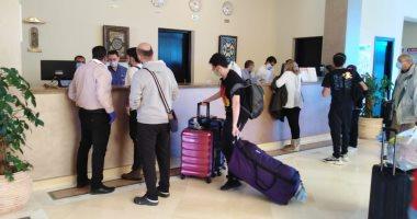 السياحة والآثار: تعقيم فندق إقامة العائدين من أمريكا وفريق مدرب للتعامل
