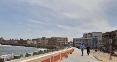 صور.. توزيع المقررات التموينية وحملات للنظافة ومراقبة الشواطئ بكفر الشيخ