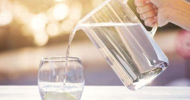 اضرار قلة شرب الماء عديدة منها قلة التركيز وسوء المزاج