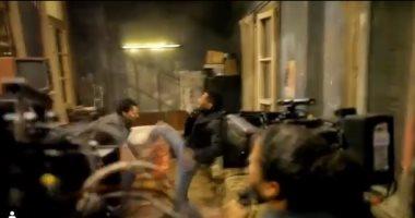 """بيتخانق بجد.. محمد رمضان """"بيكسر"""" كاميرا وراء كواليس تصوير مسلسل البرنس"""