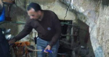 """""""الحجر بـ20 جنيه"""".. الحى يغلق مقهى تحت بير سلم فى إمبابة"""