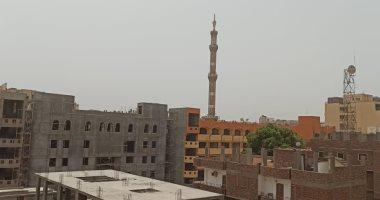 صور.. عاصفة ترابية وشبورة خفيفة تضرب سماء محافظة الأقصر