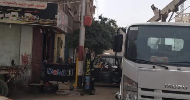 حملة لصيانة كشافات الإنارة بمركز البلينا بسوهاج لرفع كفاءة الشوارع