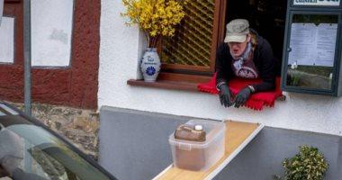 مطعم ألمانى يبتكر حيلة ذكية لتوصيل آمن للطلبات.. اعرف التفاصيل