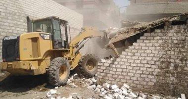 صور.. استرداد 154 فدانا خلال حملات لإزالة التعديات على الأراضى بالمنيا