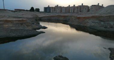 شكوى من الرائحة الكريهة والذباب بسبب مياه مجارى بحدائق أكتوبر