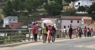 سكان مدغشقر يهجرون العاصمة نحو الأرياف للهروب من الحظر ضد كورونا.. فيديو