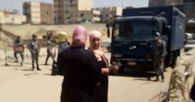فيديو.. الأهالى يحاولون الخروج من المعتمدية والأمن ينفذ فرض الحجر