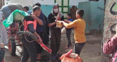 شباب قرية الهياتم بالمحلة يطهرون الشوارع والمساجد بالجهود الذاتية