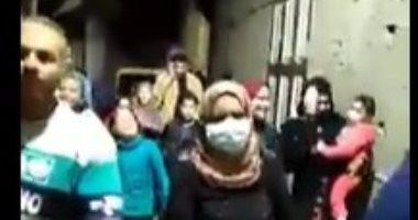 """جيران ممرضة متعافية من كورونا بدمياط يستقبلونها بزفة """"تكاتك"""".. فيديو وصور"""