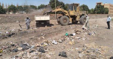 رئيس مدينة إسنا: رفع 12 طن من الأتربة والمخلفات بقرية الكيمان لحماية المواطنين
