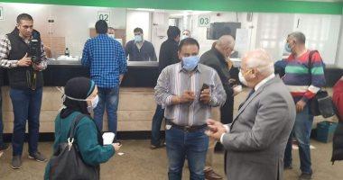 محافظ بورسعيد يتابع إجراءات صرف منحة الرئيس للعمالة غير المنتظمة