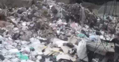 """""""سيبها علينا"""".. شكوى من انتشار القمامة بمنطقة آخر سهم بأوسيم"""