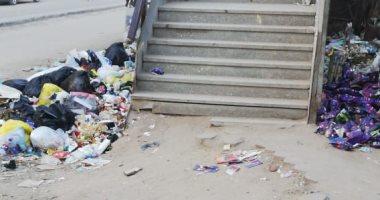سكان المطرية يشكون انتشار القمامة بجوار كوبرى المشاة
